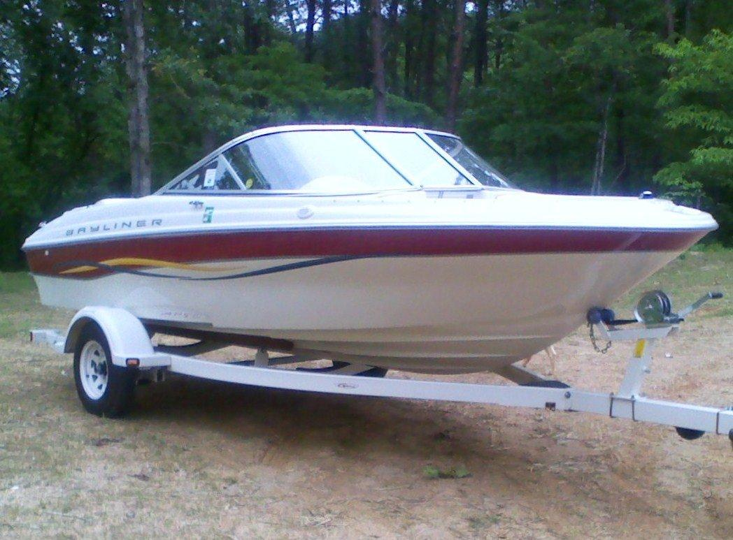 Bayliner Capri #1850 Red